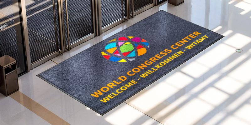 Cómo utilizar las alfombras con logotipo para la publicidad