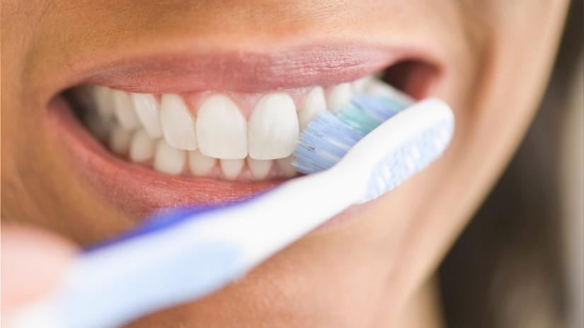 El cuidado de mis dientes y encías